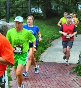 Here I am in the blue behind the green-shirted runner =)